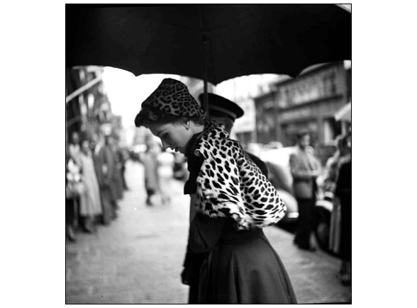 Suzy Parker under the umbrella