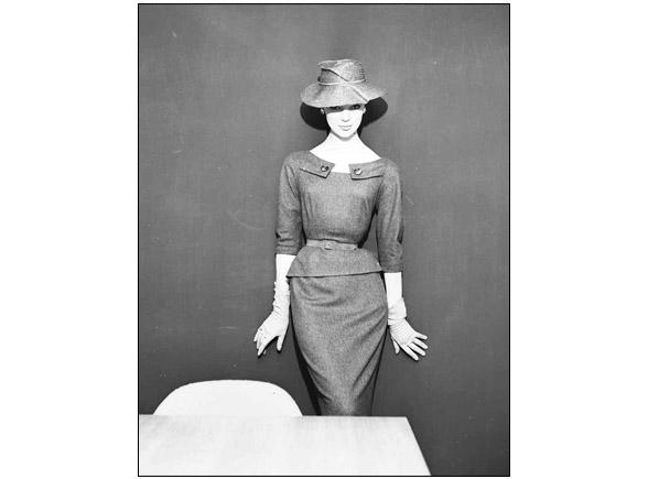 Ivy Nicholson, hat