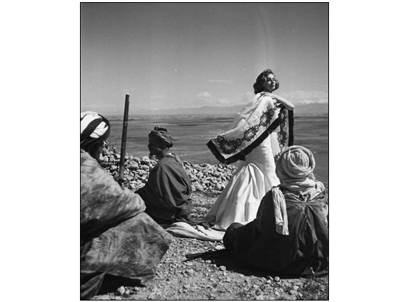 Suzy Parker and the Morocco's warriors