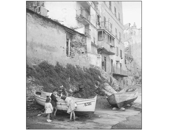 "Three white butterfly, for ""ELLE"" in Corsica, Bastia, in May 1954."